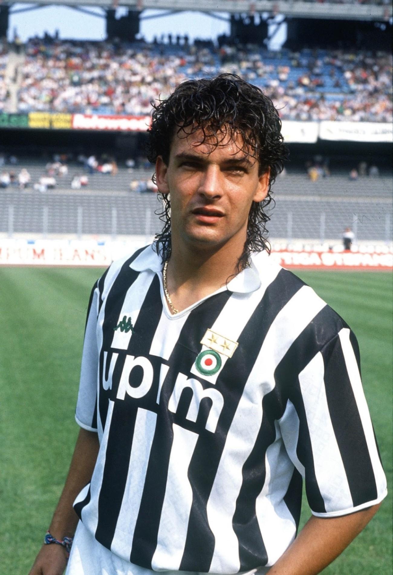 Roberto_Baggio_-_Juventus_Football_Club_1990-1991 (2)